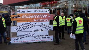 Aktion vor Globetrotter in Hamburg