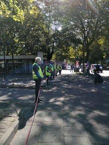 Menschenkette vor der OTTO-Zentrale in Hamburg
