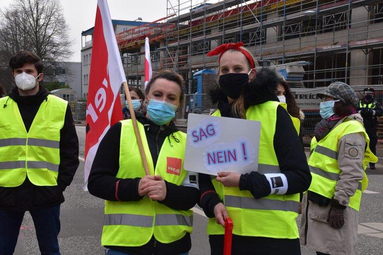 Beschäftigte von HF der Otto-Logistik in Hamburg demonstrierten erneut für den Erhalt ihrer Arbeitsplätze