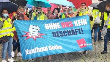 Aus Gotha zur Streikkundgebung nach Leipzig: Kaufland-Kolleginnen am 9. Juli 2021