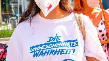 Douglas-Beschäftigte streiken am 19. Juni 2021 in Nürnberg